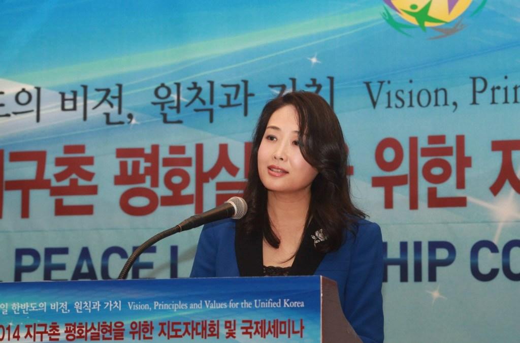 """La Dra. Jun Sook Moon explica """"El Rol de las Mujeres para una Corea Unificada"""""""
