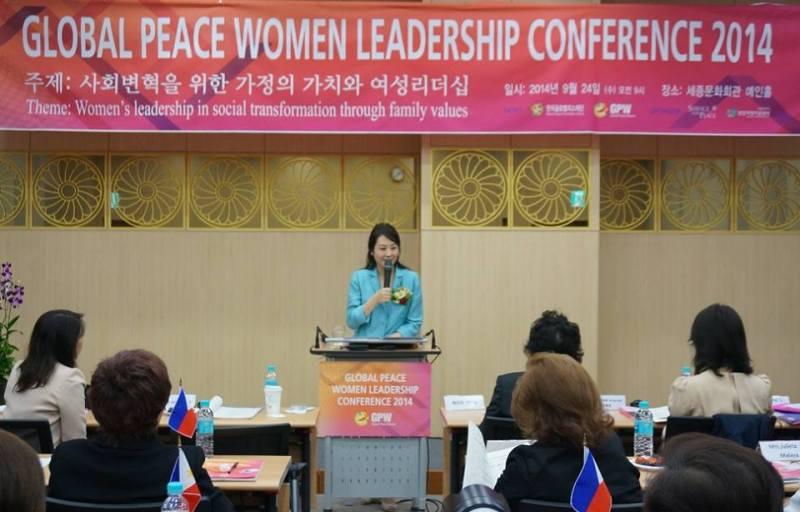 La Dra. Jun Sook Moon, Presidenta de Global Peace Women insta a las mujeres a revivir las familias Coreanas como la base para revitalizar la nación, conllevando a la unificación.