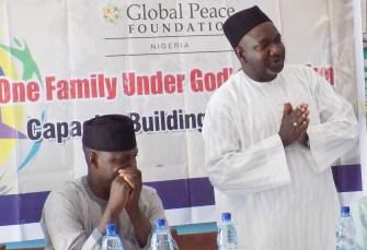 Rev. Hayab y Sheik maraya lideran el taller de construcción de capacidades para la construcción de paz en Dutsen-Wai, una región del Estado de Kaduna, Nigeria.