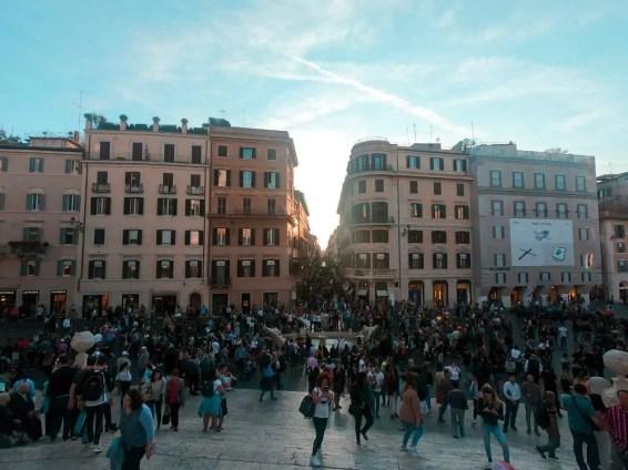 Una multitud en Plaza España