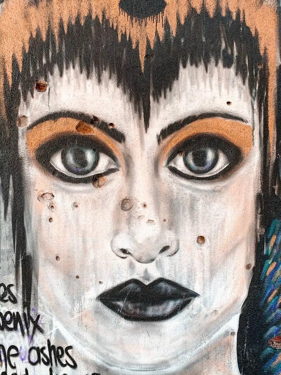 Grafitti mujer balas mostar bosnia