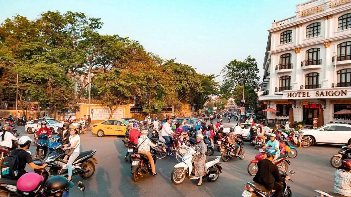 Cientos de motos en Hue