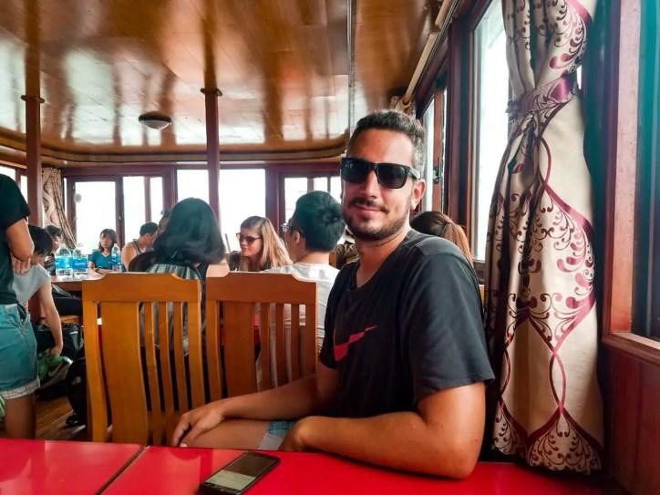 Diego listo para almorzar