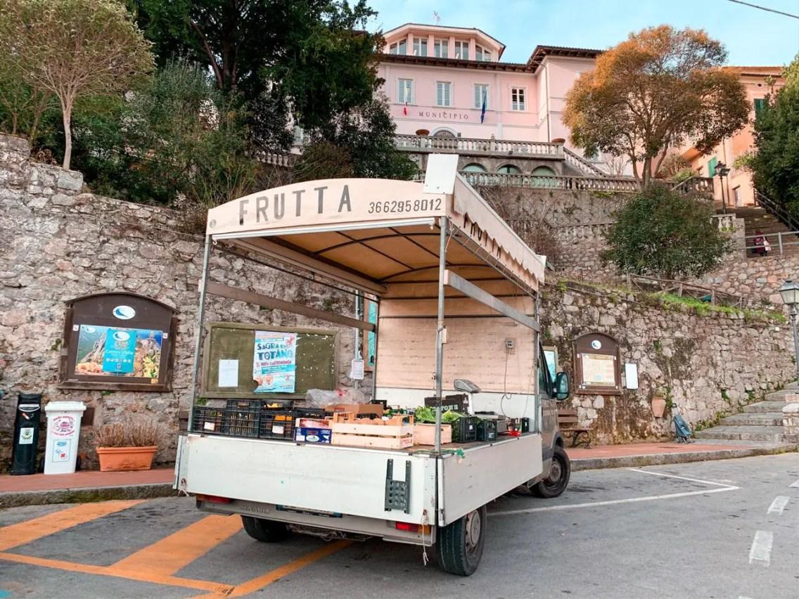 Carro de frutas en Poggio Isla de Elba
