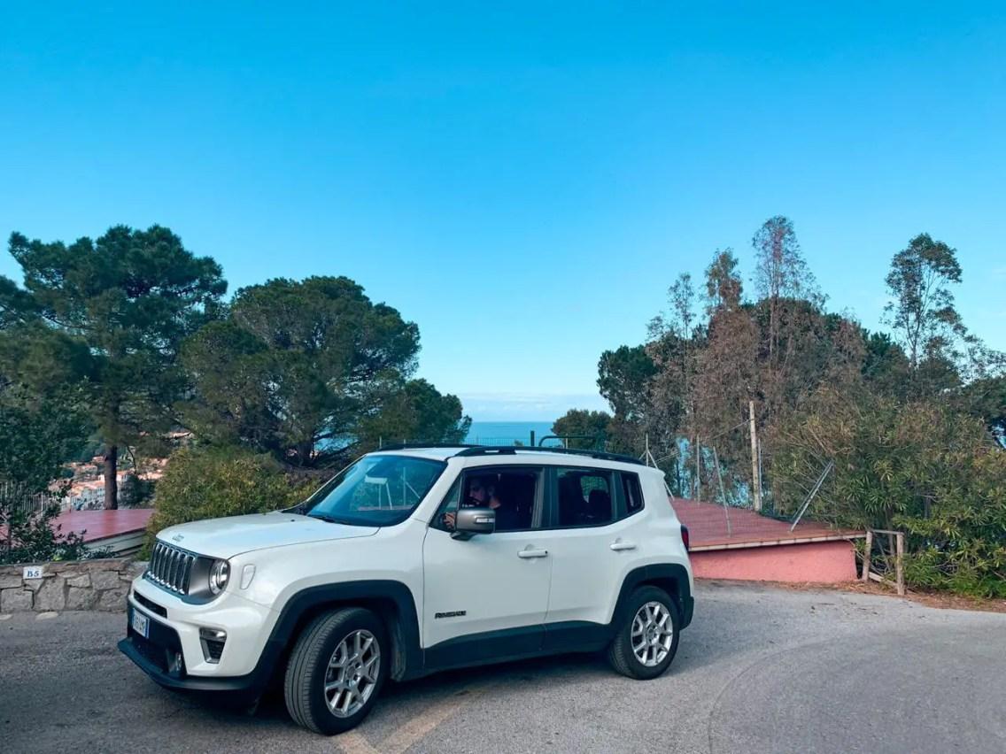 jeep blanco cielo despejado alquiler de autos