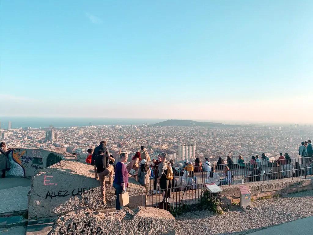 Vistas de Barcelona desde los búnkeres de la Guerra Civil española que albergaban los cañones antiaéreos.