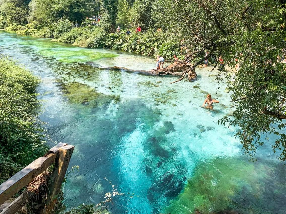 ruta-por-albania-blue-eyes (1)