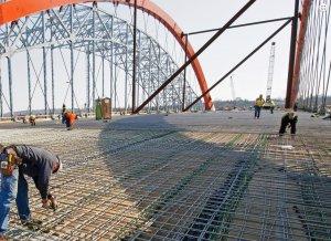 Un momento de la construcción del puente.