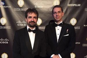 Los encargados del proyecto recogen el premio Edison.