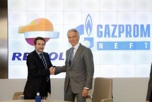 Los consejeros delegados de Repsol y Gazprom.