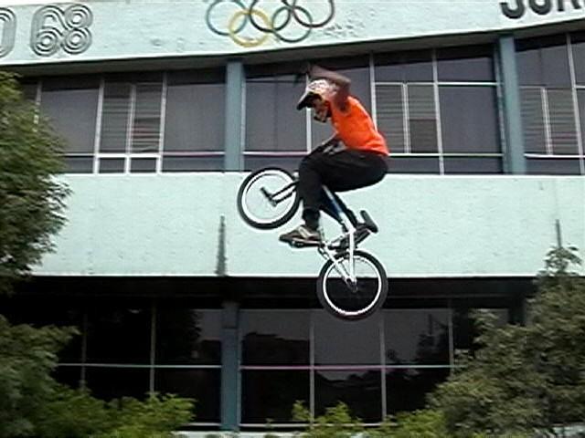 patinadores, ciclistas, acrobacia en patines, acrobacia en bicicleta, patinadores en méxico, skate en méxico