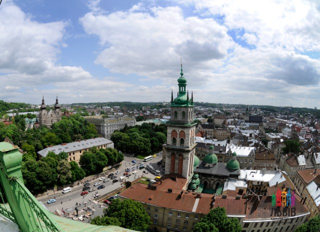 (Bela ukraina urbo Lviv)