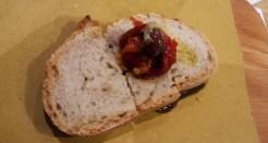 Grano Timilia, con peperone arrosto e oliva di Gaeta