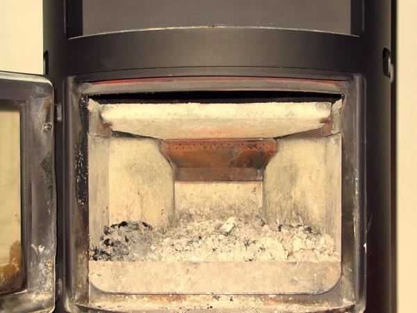 riscaldamento a legna - Come accendere una stufa a legna con pellet senza fumo 31