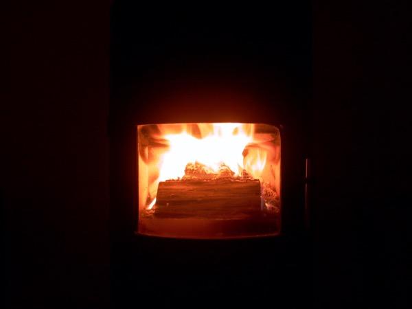 accensione stufa a legna con pellet senza fumo-22