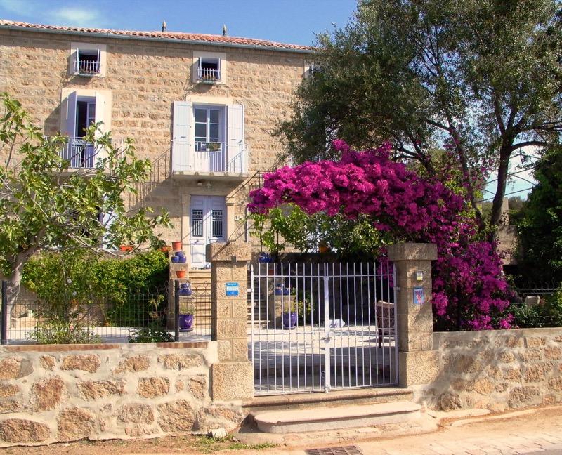 EDIFICIO & INVOLUCRO EDILIZIO : - Eine Isolierung in Granit wird zum Ferienhaus auf Korsika 10