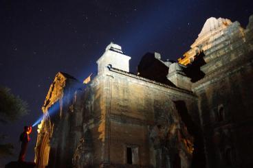 espinosa-art-photo_temple-exploring-2