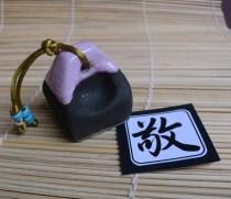 Sello Hanko Respeto en gres negro esmaltado en violeta