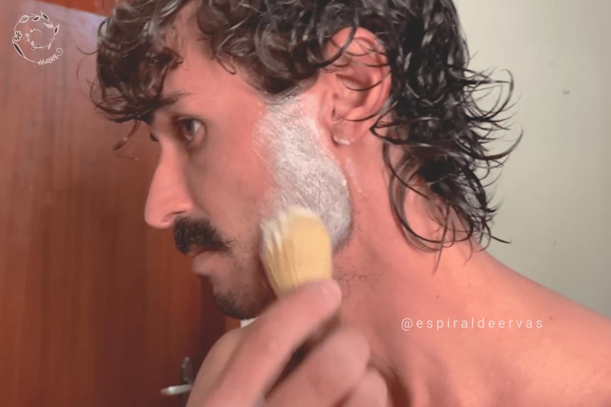 Creme para barbear espiral de ervas
