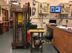 200 ton piston cylinder (max P=4GPa and T=1500ºC)
