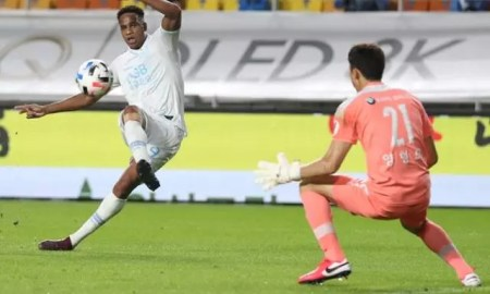 Edgar marca o gol da vitória do Daegu FC. Foto: Daegu FC