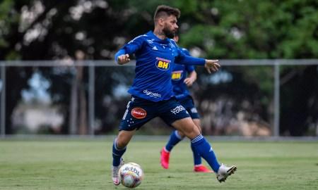 Após teste com Sóbis, Cruzeiro ganha nova variação tática
