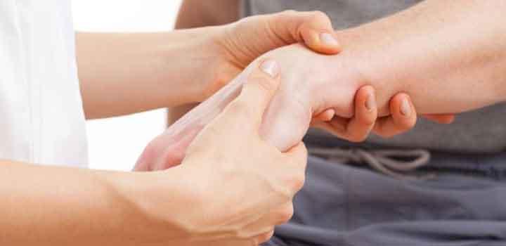 Tendonitis adalah peradangan atau iritasi pada tendon, jaringan yang menghubungkan tulang dan otot. Tendonitis biasanya disebabkan oleh aktivitas yang berulang-ulang atau cedera serius yang mendadak.