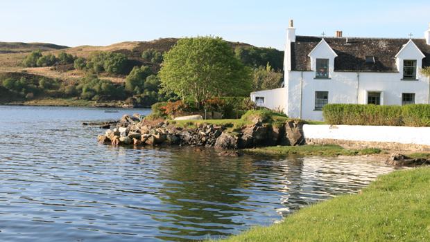 Maison au bord d'un lac