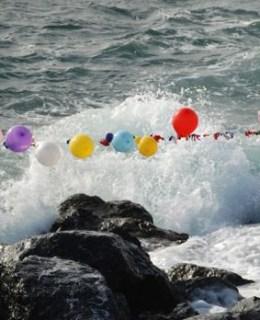 Ballons sur l'eau