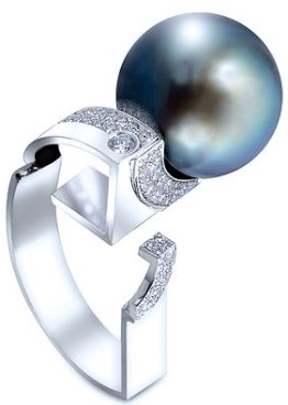 Thierry Vendome Bague Demi-Lune Perle de Tahiti, Diamants, Or. © Thierry Vendome