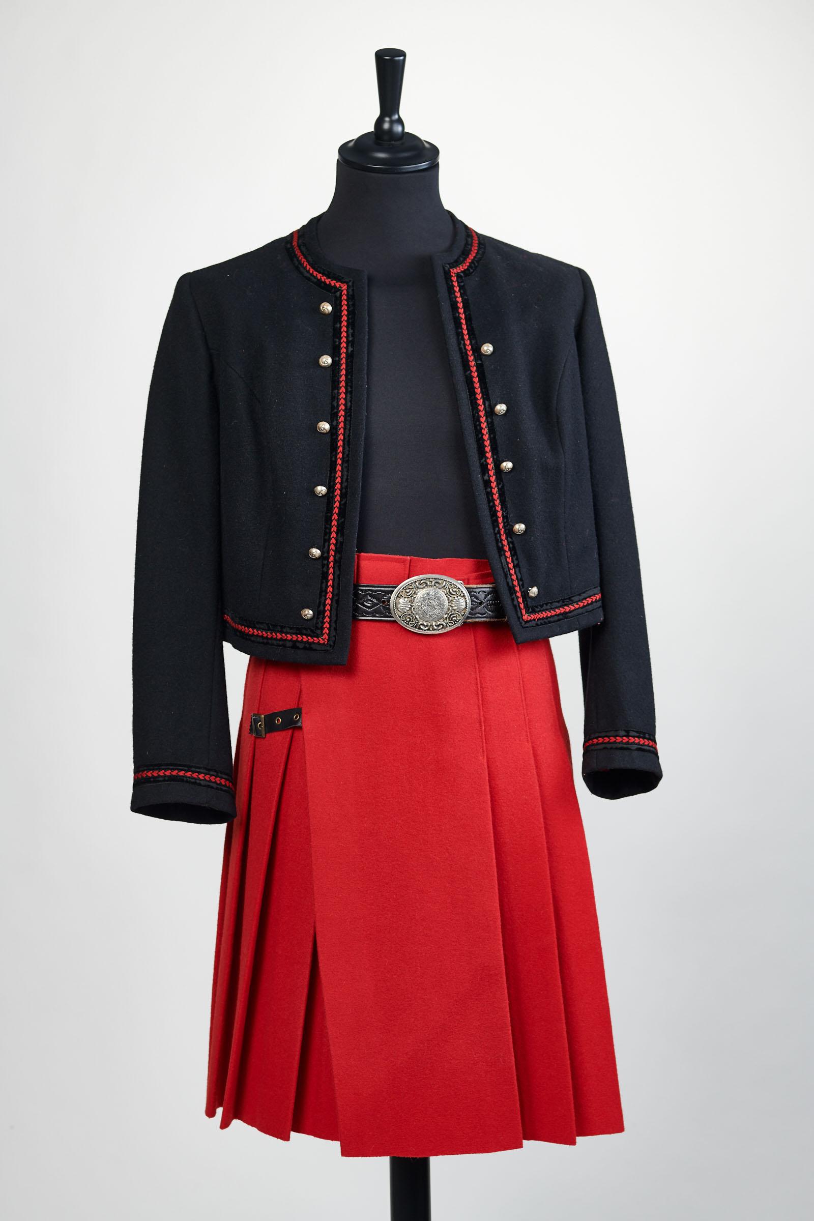 création christine jegadenkilt rouge porté avec ceinture et boucle celtique