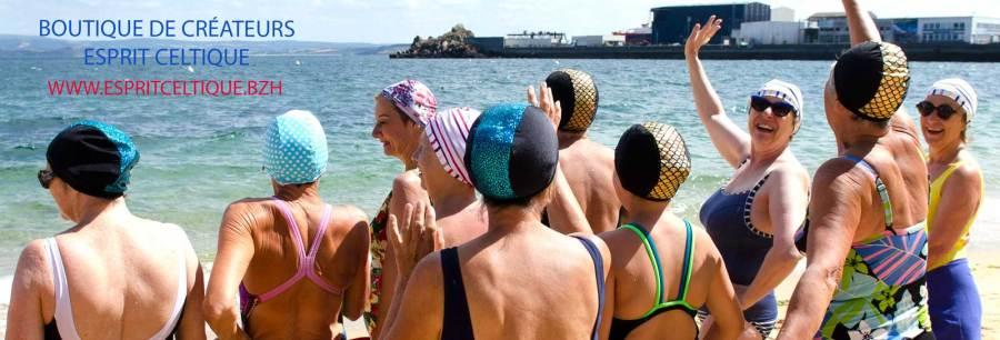Assortiment de bonnets portés à la plage des Dames de DouarnenezBonnet