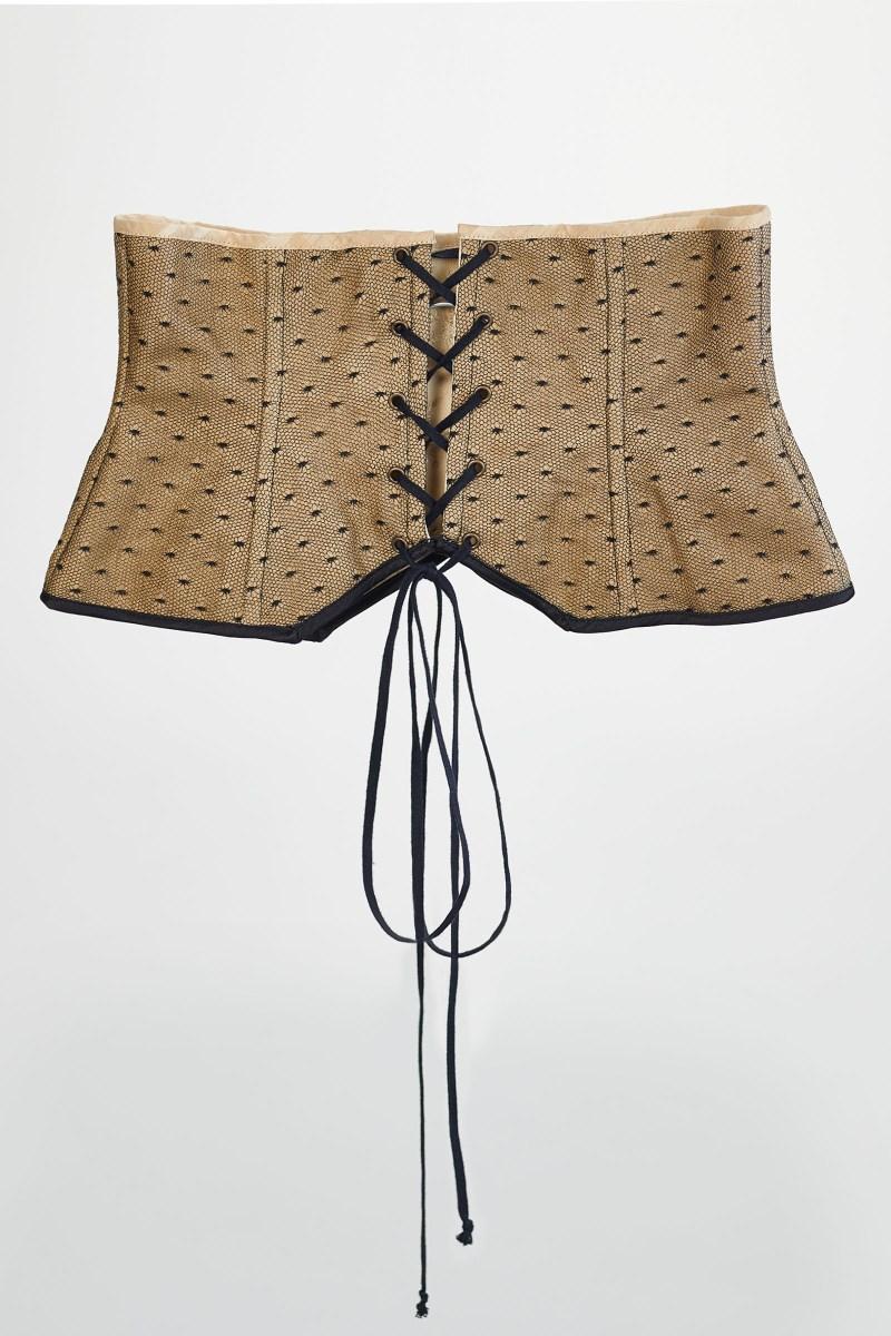 Dos du corset serre taille doré en lin et plumetis