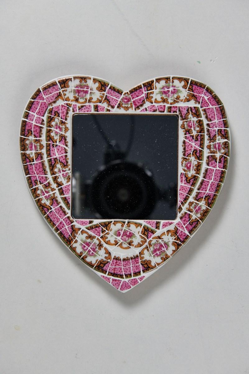 Muriel Bigot MB Mosaïques Miroir en forme de coeur porcelaine rose