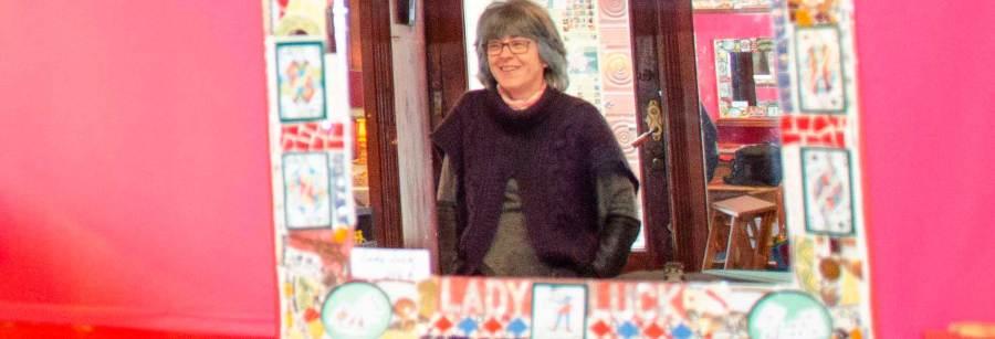 Muriel Bigot dans le reflet du miroir