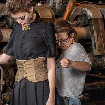 La Costumiere Gwenn Tillenon pour le Labo Couture Antidote  Une de Nos Boutiques de Créateurs