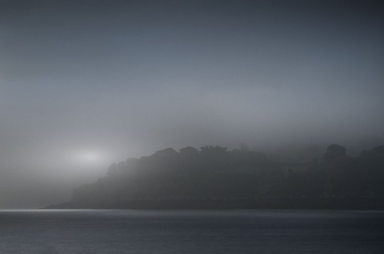 OVNI-photographie en clair obscur