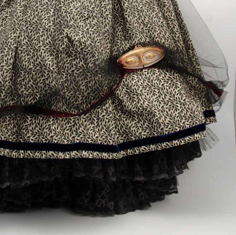 Jupe Steampunk avec jupon bordé de dentelle grise et noire