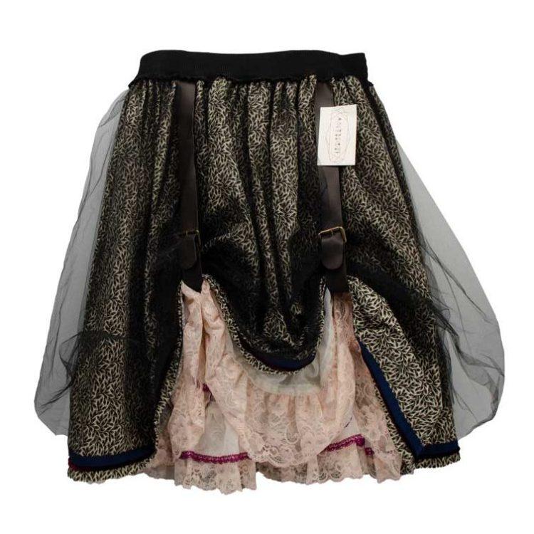 Jupe Steampunk motif noir et écru avec Jupon et dentelle rose poudré