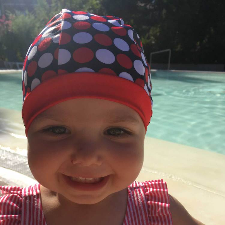 Bonnet de bain à pois rouge