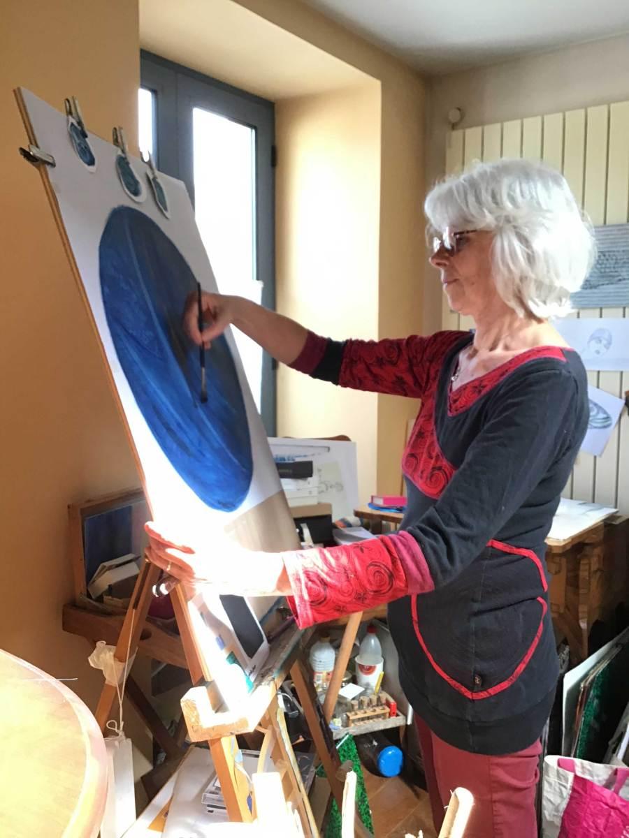 Christine Jegaden dans son Atelier peinture