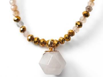 collier de perles à facettes sunstones et breloque en cristal de quartz