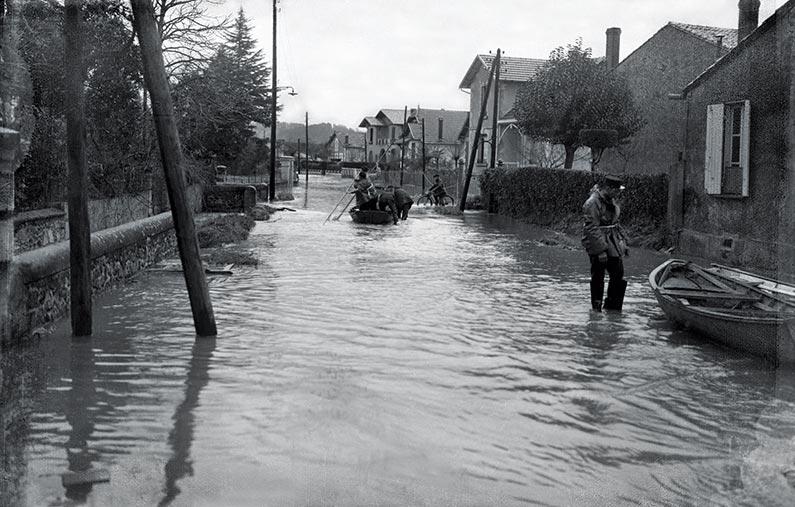 Une rue de Bergerac inondée en décembre 1944. Photos coll. Michel Lecat.