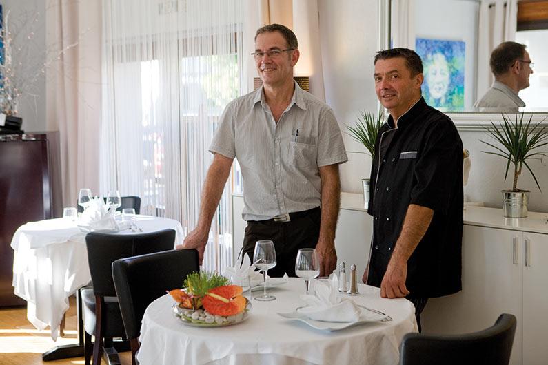 Patrick et Bernard du Restaurant Au fil de l'eau, une étape gastronomique incontournable en Périgord