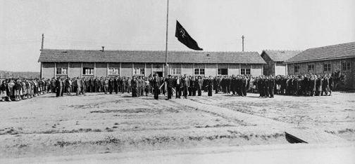 Levée des couleurs, avril 1945