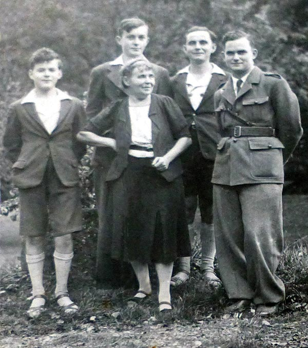 «Tante Guite» et ses quatre fils