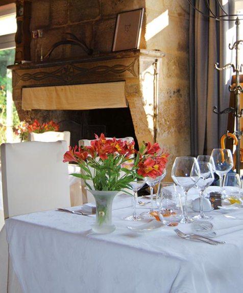 Auberge-de-Peyssou-salle-a-manger