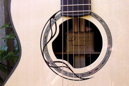 Philippe-Cattiaux-rosace-guitare