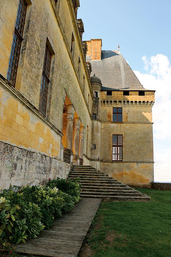 Chateau-de-Biron-Au-Fil-du-Temps-5
