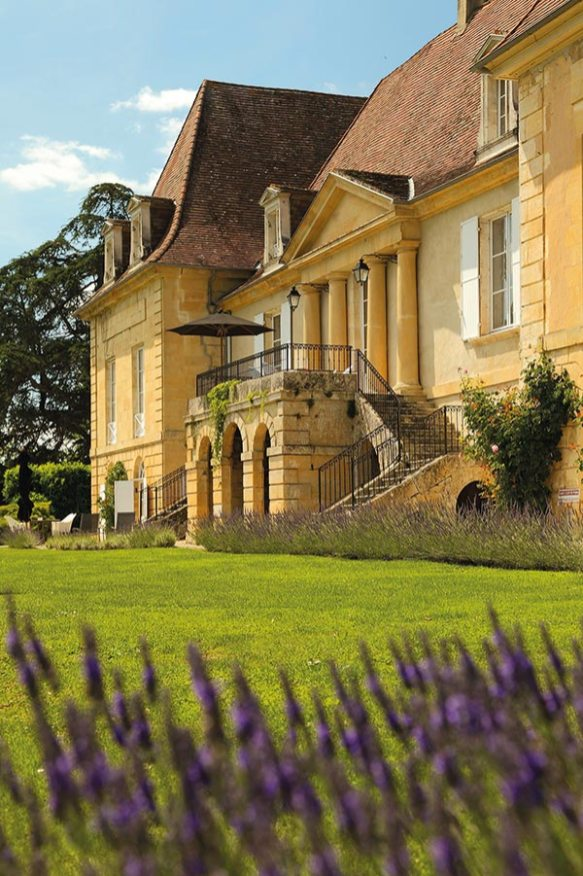 Chateau-les-Merles-facade